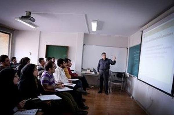 استاد دانشگاه یک رسانه است/ نقش اساتید در ساختن شخصیت دانشجو